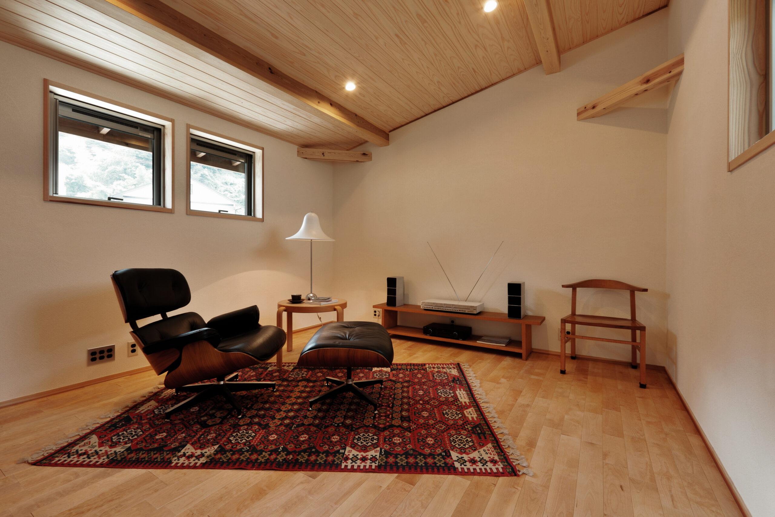 木の家 イームズ ラウンジチェア 趣味部屋 音楽